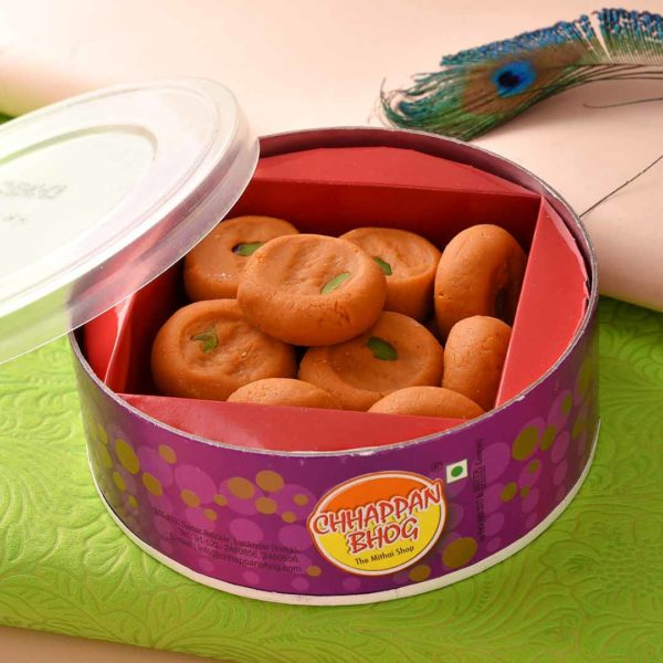Get delicious kesar peda and roasted pistachio with beautiful beads rakhi Set.