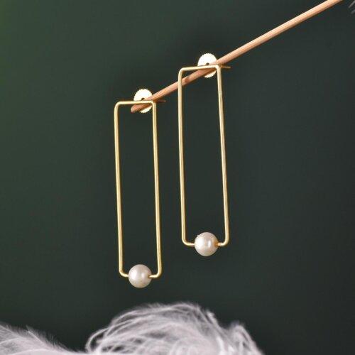 Elegant Solitaire Pearl Earring