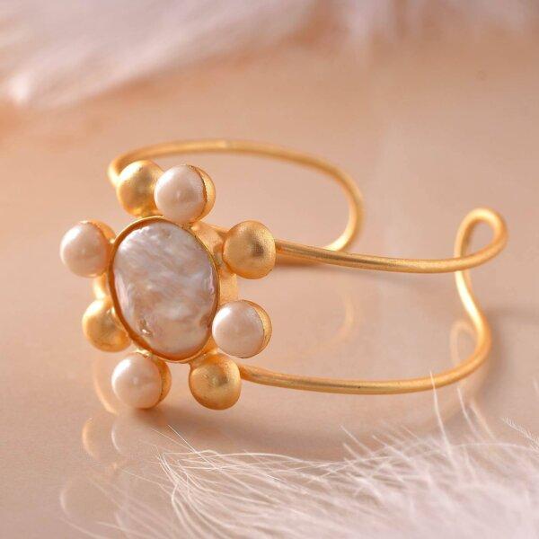 Floral Pearl Bracelet