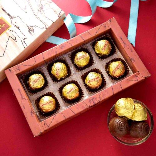 Handmade Assorted chocolate Box (8 Pieces){Hazelnuts Almond Fudge, Coffe Bites, Almond Supreme, Carmel King}